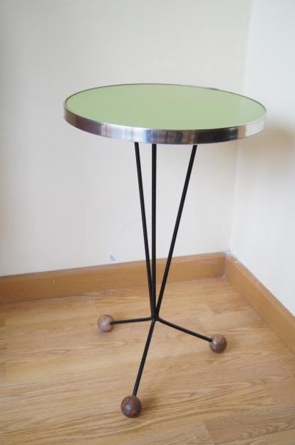 Mesa auxiliar de formica verde y patas met licas - Patas metalicas para mesas ...