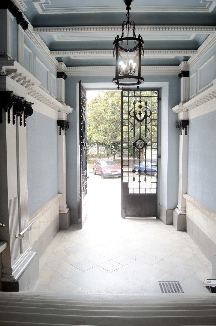 Entrada portal de la Casa Barrie