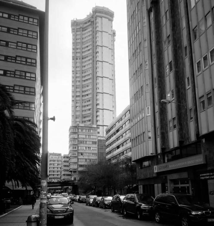esbeltez-vista-plaza-san-pablo-coruña-torre-hercon