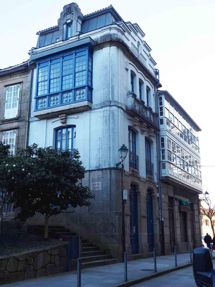 Plaza de Entreprciñas. Casa de Líneas modernistas
