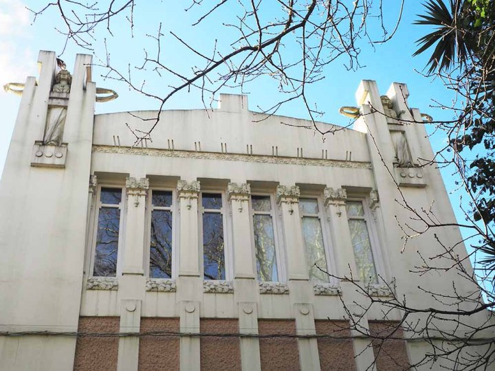Cariátides griegas. Arquitectura modernista Santiago Compostela