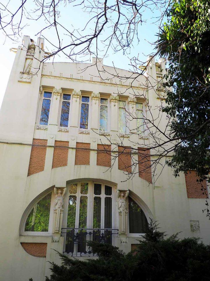 Fachada principal. Casa Ramón Núñez. Modernismo Santiago de Compostela