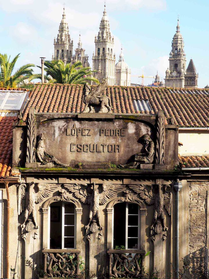 Catedral de Santiago y casa escultor López Pedre. Arquitectura modernista compostelana